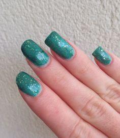 http://www.emotion-wizard.com/2013/12/emotion-wizard-s-nail-polish-concours.html emotion wizard polish nails