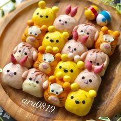 Pooh & Friends pull apart bread by (@aru0819)