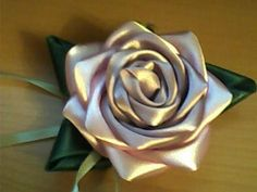 Free tutorial for beautiful ribbon rose (translated).