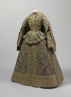 Ensemble Date: late 16th century Culture: Spanish Medium: silk, linen Dimensions: a) 17 x 43in. (43.2 x 109.2cm) b) 35 1/4 x 69in. (89.5 x 175.3cm) c) 28 3/4 x 48in. (73 x 121.9cm) Credit Line: Fletcher Fund, 1925 Accession Number: 25.118a–c This artwork is not on display