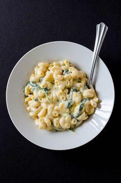 Creamy Greek Yogurt Mac & Cheese #recipe #comfortfood #macandcheese