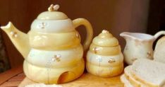 Deb Mores Pottery teapot, sugar and creamer Estilo Cottage, Cottage In The Woods, Mellow Yellow, Tea Time, Tea Party, Tea Cups, Pottery, Mugs, Tableware