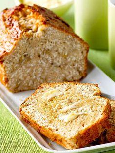 Il Plumcake banane cocco e yogurt è un dessert semplicissimo e veloce, che porta in tavola tutto il sapore delle pietanze esotiche.