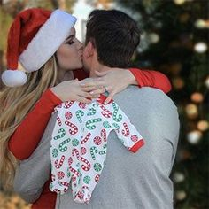 Christmas Baby Announcement win (Pregnancy Christmas Photos) - New Site Christmas Pregnancy Photos, Christmas Baby Announcement, Maternity Christmas Pictures, Announcing Pregnancy At Christmas, Baby Announcing Ideas To Family, Cute Pregnancy Photos, Pregnancy Announcement Pictures, Cute Baby Announcements, Pregnancy Announcements