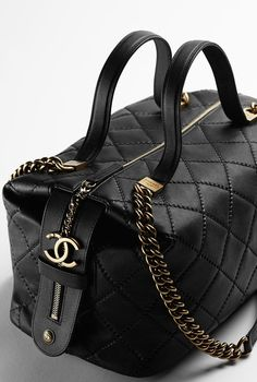 Patent calfskin flap bag: CHANEL 2015 SPRING SUMMER COLLECTION