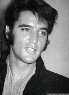 Elvis Presley oooo  lawd!