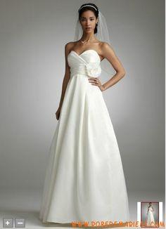 Robe de mariée longue en satin taille empire