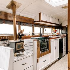 Van Conversion Kitchen, Van Conversion Interior, Bus Conversion, School Bus Tiny House, School Bus Camper, Bus Living, Tiny House Living, Converted School Bus, Kombi Home