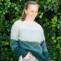 Fade Sweater from Hobbii Knit Or Crochet, Crochet Sweaters, Quick Knits, Sweater Patterns, Circular Needles, Easy Projects, Knitting Projects, Mittens, Free Pattern