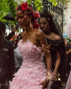 "themelaneiress on Twitter: ""… "" Runway Fashion, Fashion Beauty, Fashion Show, Fashion Outfits, Versace Fashion, Fashion Fashion, High Fashion, Alexander Mcqueen, Glamour"