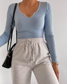 Fashion Inspiration And Casual Outfit Ideas For Women Lazy Outfits Casual fashion Ideas Inspiration Outfit Women Cute Lazy Outfits, Chill Outfits, Mode Outfits, Simple Outfits, Cute Outfits With Sweatpants, Cute Outfit Ideas For School, Casual Outfits For School, Business Casual Outfits, Junior Outfits