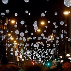 Did everyone have a #MerryChristmas this year?Enjoy this picture of the world famous #OxfordStreet on #Christmas