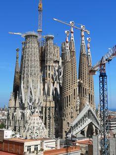 Barcelona Sights, Barcelona Travel, Barcelona Architecture, Art Nouveau Architecture, Famous Buildings, Famous Landmarks, Antonio Gaudi, Cathedral Architecture, Madrid