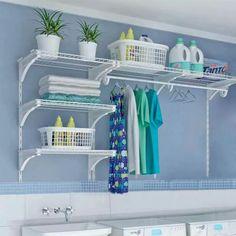 Utilize as paredes para ganhar espaço na sua lavanderia. #personalorganizer #organização