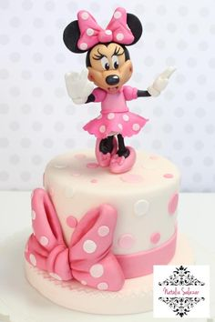 Minnie Mouse cake - cake by Natalia Salazar - CakesDecor Minni Mouse Cake, Bolo Da Minnie Mouse, Mickey And Minnie Cake, Minnie Mouse Cookies, Mickey Cakes, Minnie Mouse Cake Topper, Mini Mouse Birthday Cake, Minnie Birthday, Birthday Cake Girls