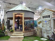 I went to our local garden show this weekend and one of the vendors had this coop displayed....