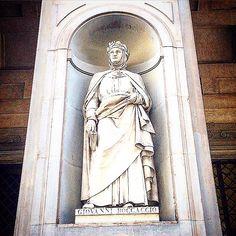 Statue of Giovanni Boccaccio ( Certaldo 1313 - 1375 ). Uffizi Gallery , Firenze. • • • • #Miles7one #nx7 #boccaccio #Florence #Uffizi #italy #ar7e  #art #arte #artist #artoftheday #arts #artwork #artistic #artgallery  #artofvisuals #artists #artlife #travel #travelgram #traveling #travelling #italy #traveller #ilikeitaly #italia #museitaliani