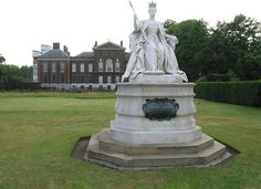 Queen Victoria's statue at Kensington