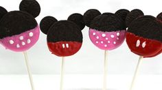 Mickey & Minnie Mouse Cookies Pop - Easy and Quick The things you'll need: Oreo cookies Mini Oreo cookies(or dark chocolate candy melts) Candy melts: Pink, R. Mickey Mouse Oreos, Minnie Mouse Cookies, Minnie Mouse Christmas, Mickey Mouse And Friends, Mickey Mouse Clubhouse, Disney Mickey Mouse, Christmas Gifts, Disney Candy, Chocolate Apples