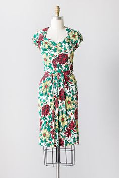 vintage 1940s red green floral rayon dress  Women's vintage spring summer fashion clothing