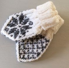 Crochet Baby Mittens Very cute baby mittens with selbu roses. - Very cute baby mittens with selbu roses. Baby Mittens Knitting Pattern, Crochet Baby Mittens, Crochet Baby Blanket Beginner, Knitted Baby Blankets, Crochet Baby Booties, Knit Mittens, Easy Knitting, Knitting Charts, Knitted Hats