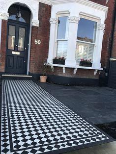 Victorian Front Garden, Victorian Front Doors, Victorian Porch, Edwardian House, Front Garden Ideas Driveway, Modern Driveway, Front Path, Gravel Driveway, Walkway