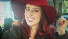 Tra i colori di capelli dell'estate 2017 irrompe il rosso di clio Make Up, che la super blogger sceglie solo sulle lunghezze per un tocco di brio destinato a fare tendenza. Ecco il trend colore capelli della primavera estate 2017, nato da un mix di cherry bombre e bold burgundy!