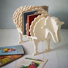 """10 IDEE PER ARREDARE UNA CAMERETTA CON PRODOTTI ECO-FRIENDLY - Basta con le solite, noiose mensole per i libri. Adottate un agnellino! Quello del """"Baa-baa book shelf"""", un'adorabile libreria in legno naturale e dipinto con vernici non tossiche."""