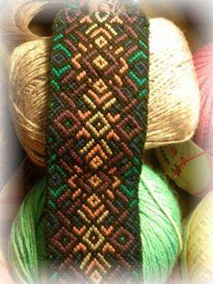 Learn to make your own colorful bracelets of threads or yarn. Floss Bracelets, Seed Bead Bracelets, Macrame Bracelets, Diy Friendship Bracelets Patterns, Yarn Bag, Bracelet Crafts, Macrame Patterns, Bracelet Tutorial, Colorful Bracelets