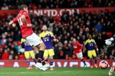 Hernandez scores the first goal for Manchester United