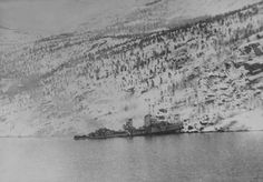 The German destroyer GEORG THIELE beached in Rombaksfjord off Sildvika, after the naval action off Narvik, 13 April Narvik, 13 Avril, In Cold Blood, La Rive, Lappland, Exposure Time, Fjord, History Photos, Battleship