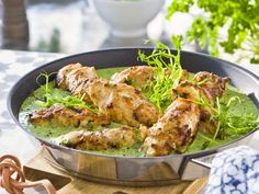 Kyllingrullader i grønn saus
