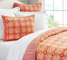 This orange Phoebe Tile Quilt will for sure be the first thing to brighten your day every morning :)