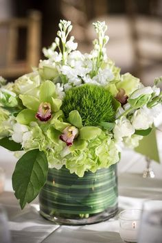 It's time to freshen up the home with a beautiful spring floral arrangement. You'll want to try each of these gorgeous spring floral arrangement ideas! Floral Centerpieces, Wedding Centerpieces, Wedding Decorations, White Centerpiece, Centerpiece Ideas, Table Decorations, Green Flowers, Beautiful Flowers, White Flowers