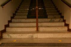 Escadas, tentativa de infinito e geometria.