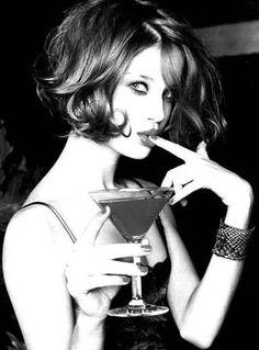 意外と見られている!デート中に女性がバーで頼むべきお酒はコレ   by.S