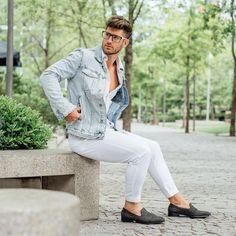 ジージャンといえば、誰もが知っているメンズファッションにおける定番アイテムでありながら、着こなしが難しいので意外と取り入れている男性が少ないという特徴も。今回はそんなジージャンの洗練された着こなしを成功させるためのポイントを具体的な着こなし事例とともに紹介! ジージャンとは? ジージャンは、「jean jumper」の略称。しかし実は「ジージャン」は和製英語で、英語圏では一般的に「jean jacket」「denim jacket」と呼ばれている。本来なら「ジージャケ」や「デニジャケ」という呼称の方がオリジナルに近い表現だが、語呂が良いこともあって「ジージャン」という呼称が日本では一般化している。 sixpacjoe…