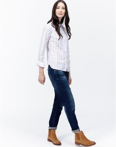 Joules Womens Semi Fitted Cotton Oxford Shirt, Chalk Check.                     A wardrobe must-have fit for any occasion and a classic country shirt with a Joules twist. Semi-fitted and in lightly brushed cotton, this shirt is ideal for sailing from work into the weekend.