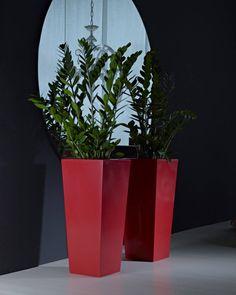 Maceta Kiam gloss rojo - Kiam gloss red pot #decoracion #decoração #casayjardin #homeandgarden #decor  #deco #decoration #home #casa #instadecor #garden #jardin #florist #floristeria #pottery #pot  Medidas - Size: cm.25 (cm.25 x 25 x 56 h.) lt 45 cm.30 (cm.30 x 30 x 67 h.) lt 9 cm.35 (cm.35 x 35 x 75 h.) lt 14 cm.40 (cm.40 x 40 x 90 h.) lt 23