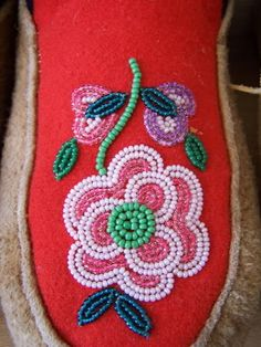 Kindergarten's 3 R's: Respect, Resources and Rants: January 2008 Native Beading Patterns, Bead Embroidery Patterns, Beadwork Designs, Native Beadwork, Native American Beadwork, Beaded Embroidery, Loom Patterns, Beading Projects, Beading Tutorials