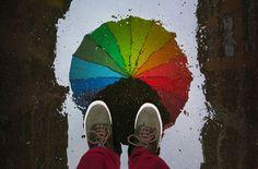 63/365 Nada. Nada...que no para de llover tampoco este Miercoles 4 de Marzo. A mediodía sale un rato el sol, pero antes de que se sequen los charcos que me regalan reflejos preciosos, vuelve a llover. Yo intento alegrarme el día con los paraguas de tucasaestaaburrida, que solo cuestan 10 euros y que quedan pocos...