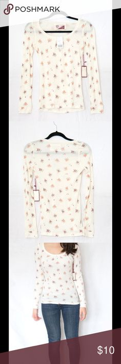 Brand new floral long sleeve tee Slim fitting, mini floral patterned long sleeve tee. Perfect for autumn, but cute for all seasons! H&M Tops Tees - Long Sleeve