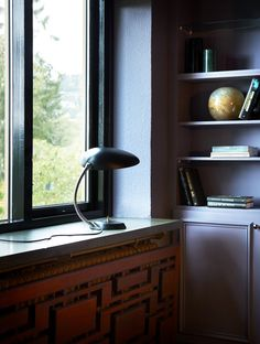 Cabinet and walls in classic purple, windows in high gloss black laquer Pretty Nail Colors, Spring Nail Colors, Little Greene Paint, Colors For Dark Skin, Colored Ceiling, White Walls, House Colors, High Gloss, Modern Interior