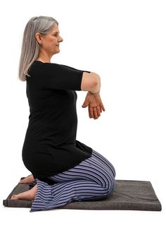 Want to learn yoga sequencing from a pro? Master teacher Cyndi Lee combines asana and Tibetan Buddhism to create slow flow vinyasa classes with a contemplative touch. Yoga Sequences, Yoga Poses, Yoga Fitness, Yoga Neck, Yoga Terminology, Yoga Master, Home Yoga Practice, Learn Yoga, Leg Work