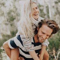 Engagement photo ideas - super adorable | fabmood.com #engagementphoto #engaged #engagement #ido #couple