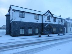 Coach House Hotel Sligo Ballymote Featuring free WiFi and a restaurant, Coach House Hotel Sligo offers accommodation in Ballymote, 21 km from Sligo. Guests can enjoy the on-site restaurant.  Each room at this hotel is air conditioned and has a flat-screen TV.