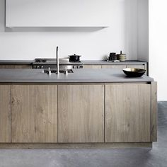 Signature Kitchen designed by Piet Boon featured in last week's Est Mini Issue. Have you signed up to receive your free weekly Mini Issue in your inbox? Link in profile to subscribe @studio_pietboon @estliving @estemag #estliving #estdesigndirectory #kitchen #dining