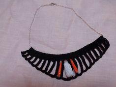 Collana da sera realizzata in cotone con inserito perle di carta