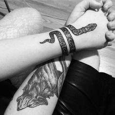 Bildergebnis für tattoo schlange schulter
