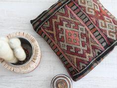 cojín kilim. decoración étnica. dar amïna shop